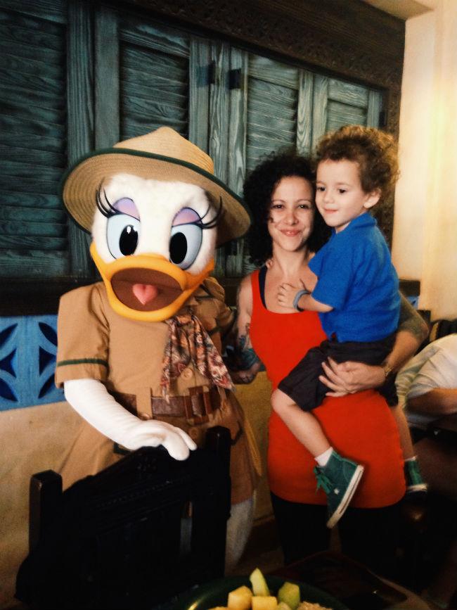 não resisti em tirar foto com minha xará, a Daisy Duck. ela também estava no Tusker House.