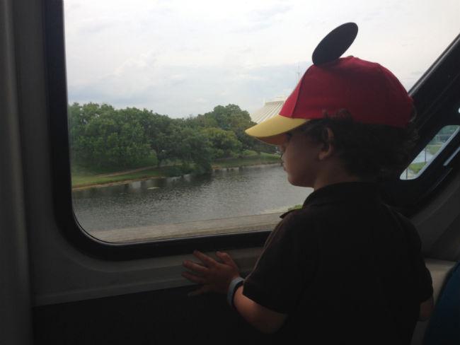francisco curtindo a vista do monorail