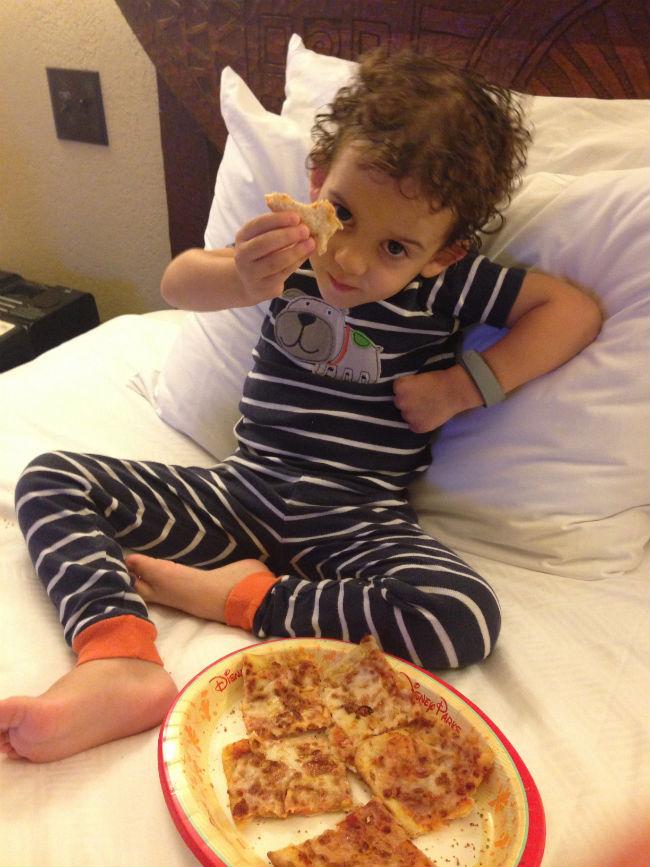 pizza na cama! na disney pode, né mãe?